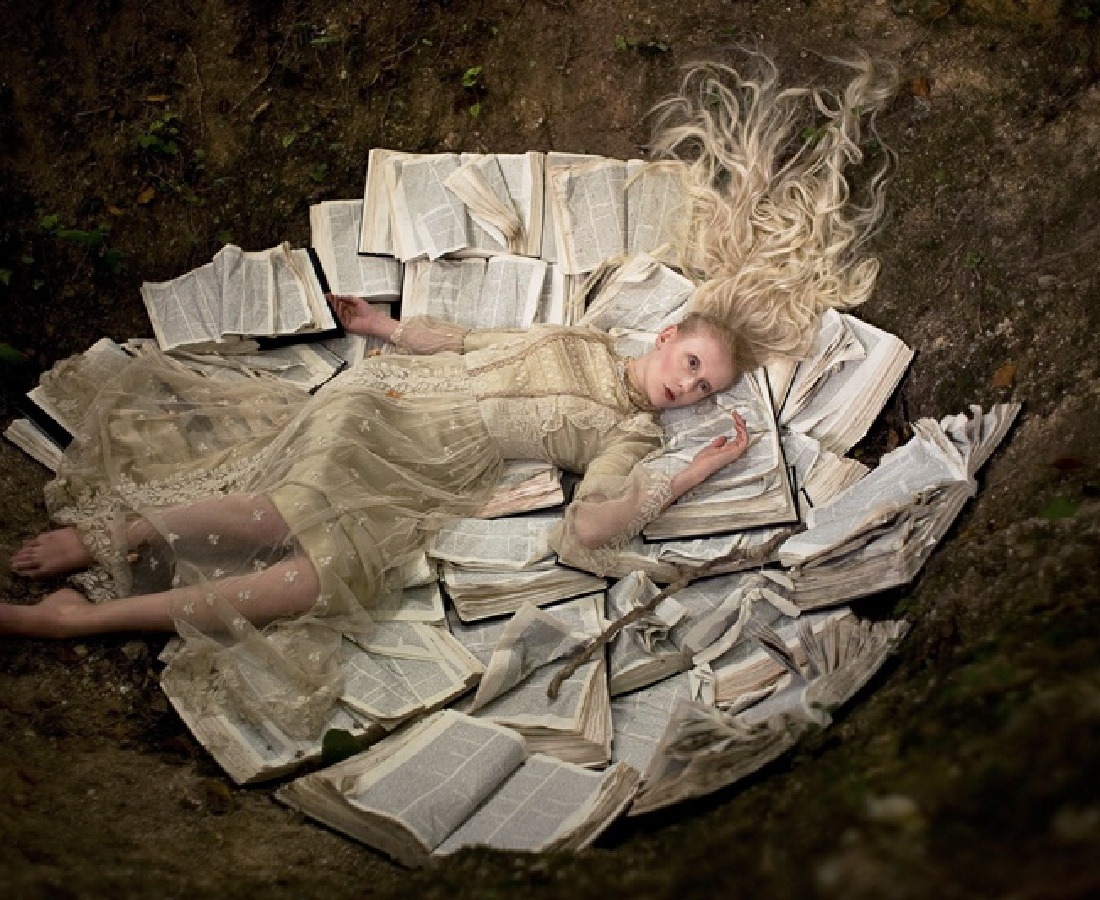 <p><b>Kirsty Mitchell</b><br /><i>Once Upon a Time</i><span>, 2009</span></p>