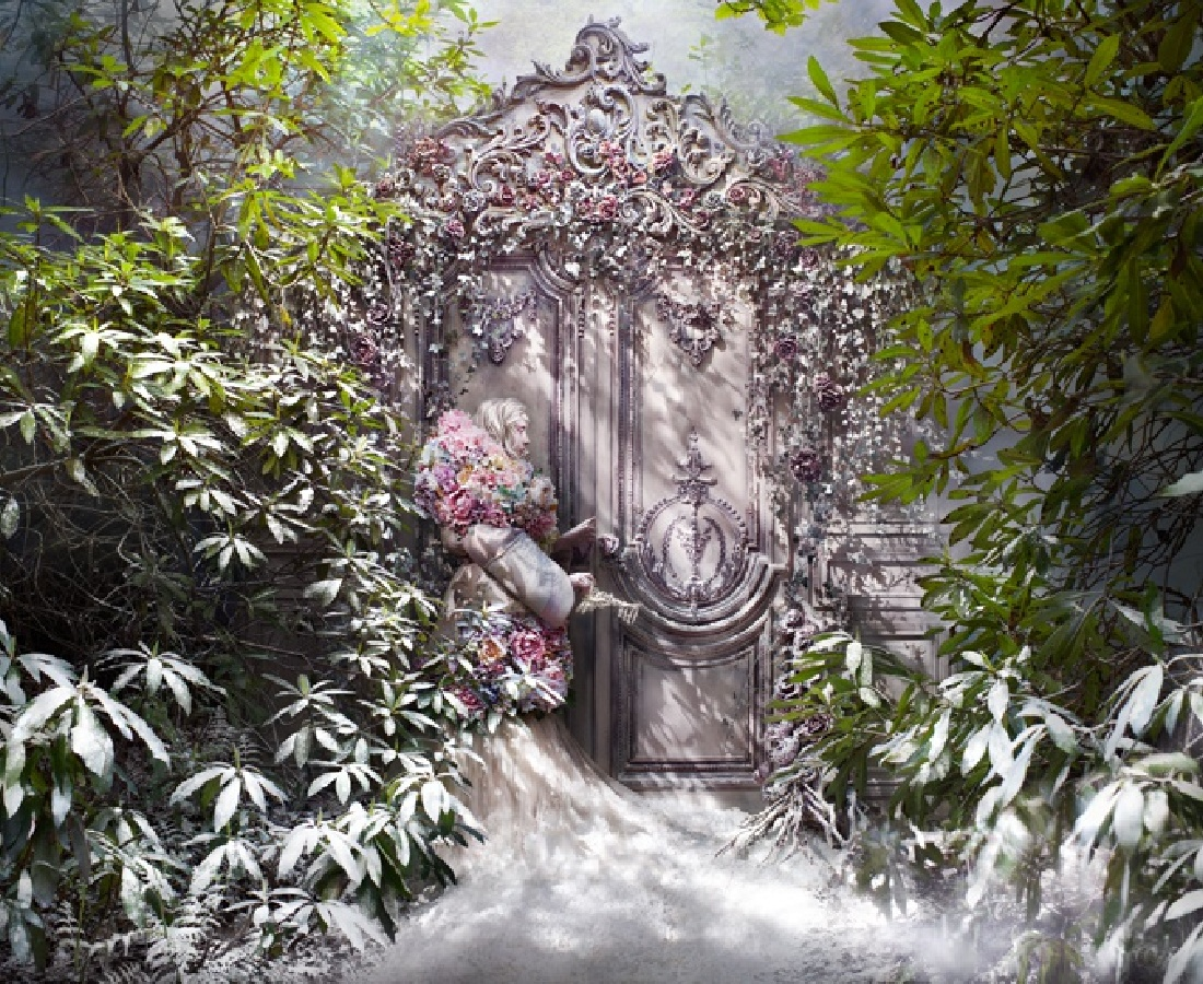 <p><b>Kirsty Mitchell</b><br /><i>The Fade Of Fallen Memories</i><span>, 2014</span></p>