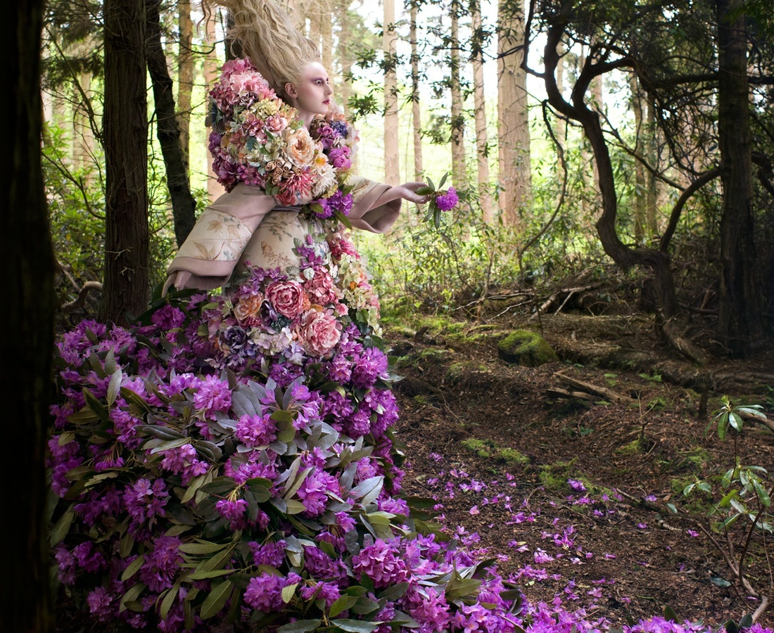 <p><b>Kirsty Mitchell</b><br /><i>The Last Dance Of The Flowers</i><span>, 2014</span></p>
