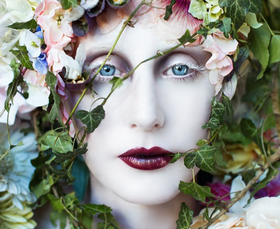 <p><b>Kirsty Mitchell</b><br /><i>The Pure Blood of a Blossom</i><span>, 2014</span></p>