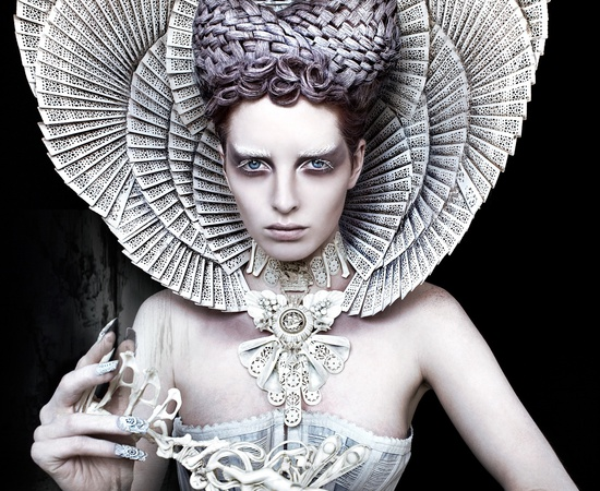 <p><b>Kirsty Mitchell</b><br /><i>The White Queen</i><span>, 2012</span></p>